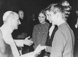 VI. Pál pápánál
